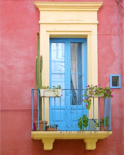 Il balcone colorato - Polignano a mare (1277 clic)