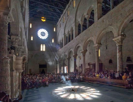 Solstizio in cattedrale - Bari (837 clic)