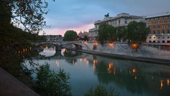 ...lungo il Tevere.... - Roma (678 clic)