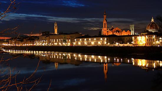 Riflessione notturna di monumenti fiorentini - Firenze (8063 clic)
