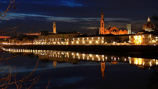 Riflessione notturna di monumenti fiorentini - FIRENZE - inserita il 20-Feb-13