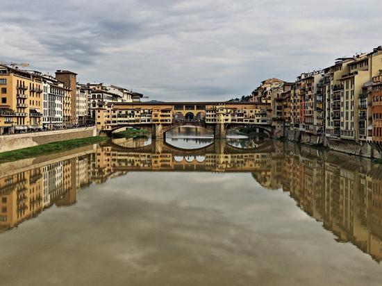 Lungarni e Ponte Vecchio raddoppiati - Firenze (1234 clic)