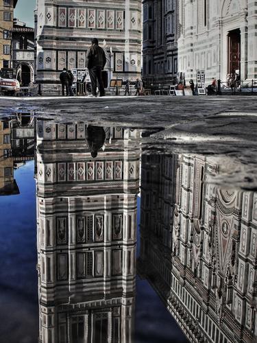 le riflessioni di una pozza fiorentina - Firenze (3516 clic)
