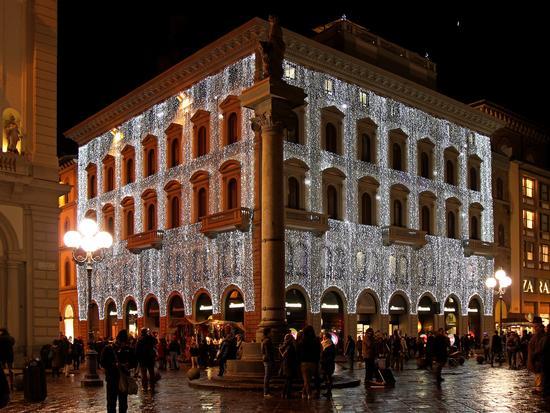 Palazzo fiorentino con luminarie natalizie - Firenze (2591 clic)