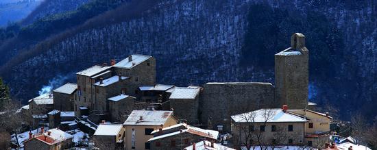 Il Castello di Montemignaio dopo una nevicata (1356 clic)