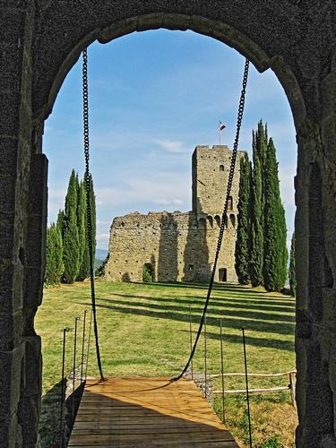 Castello di Romena - Pratovecchio (1567 clic)