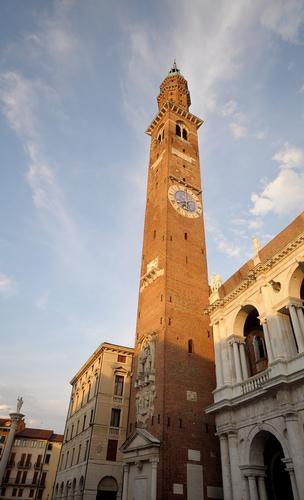 una torre altissima a Siena (1863 clic)