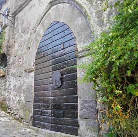 Tra i vicoli - Casertavecchia (1316 clic)