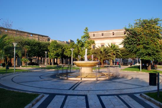Fontana in Piazza V. Emanuele II - MANDURIA - inserita il 19-Dec-12