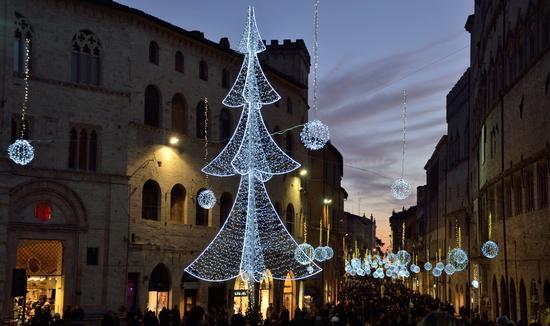 Luci a Perugia (2658 clic)