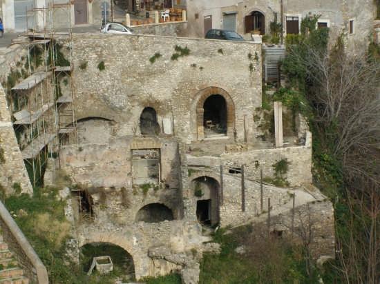 vecchio lavatoio dal ponte gregoriano (Tivoli) (7584 clic)