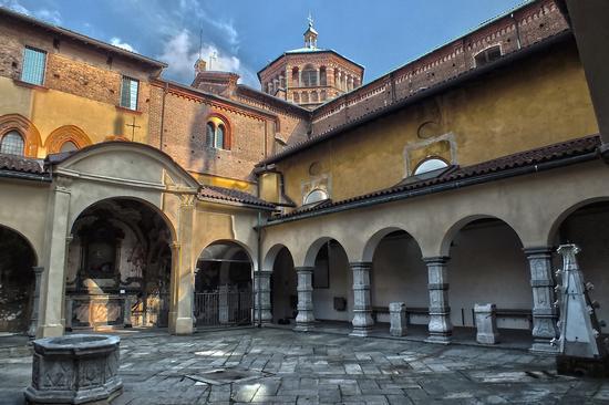 IL CHIOSTRO - Monza (1005 clic)
