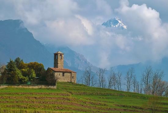 LA CHIESA ROMANICA - Garbagnate monastero (3316 clic)