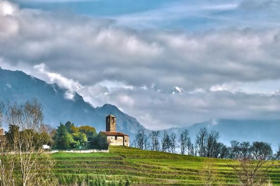 LA CHIESA ROMANICA HDR - Garbagnate monastero (2817 clic)