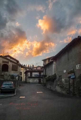 SCORCIO AL TRAMONTO - ERBA - inserita il 14-Oct-13