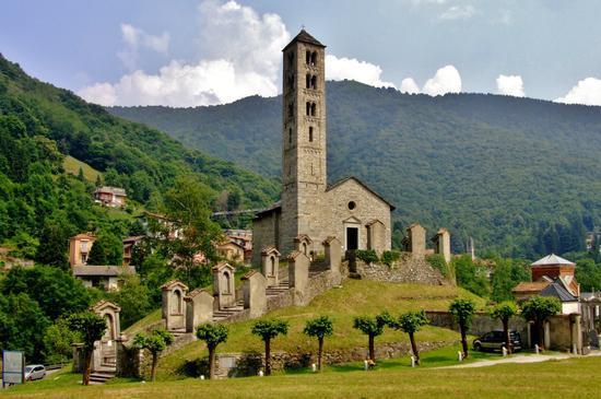 LA CHIESA ROMANICA DI S.ALESSANDRO - Asso (3286 clic)