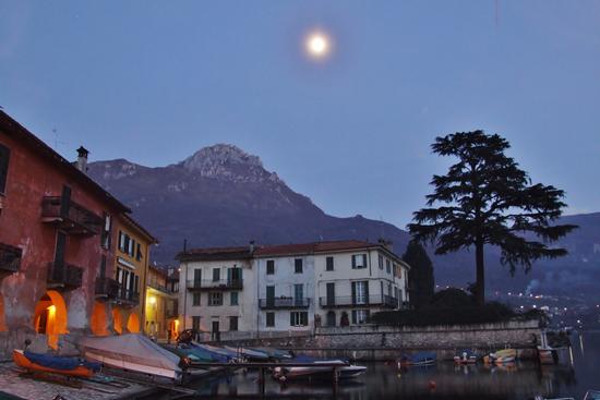 NOTTURNO CON LUNA - Mandello del lario (1264 clic)