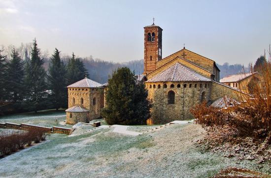 IL COMPLESSO ROMANICO DI AGLIATE - Carate brianza (2034 clic)