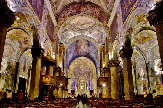 INTERNO DEL DUOMO DI MONZA (BASILICA DI SAN GIOVANNI) (3134 clic)