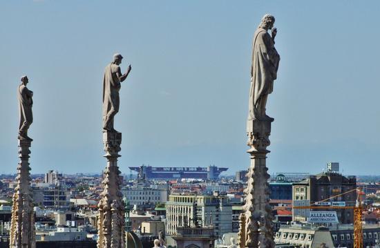 GUARDANDO LO STADIO DI SAN SIRO - Milano (827 clic)