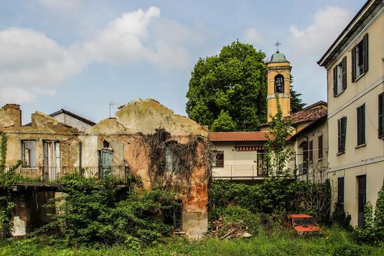 ABBANDONO - GIUSSANO - inserita il 06-May-13