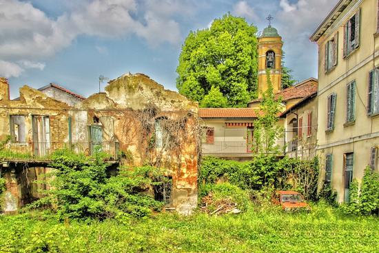 ABBANDONO  HDR - Giussano (947 clic)