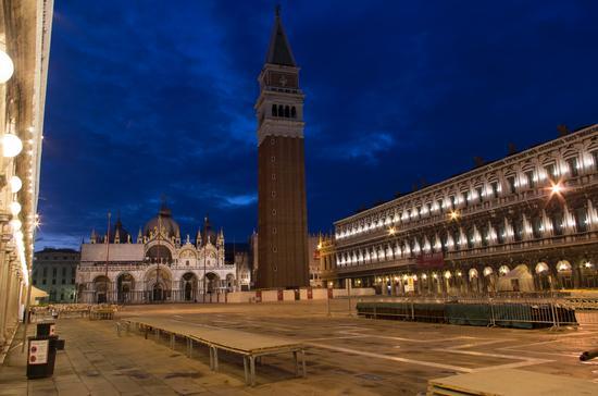 piazza san marco ormai all'alba - Venezia (1276 clic)