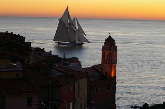 Barca al tramonto Tellaro (3928 clic)