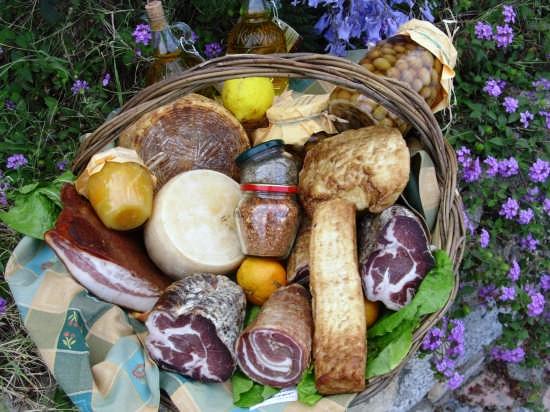 Cesto di prodotti tipici di Mammola - MAMMOLA - inserita il 31-Jul-07