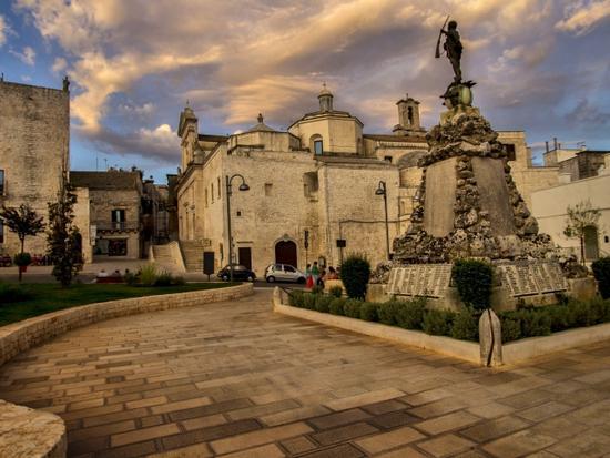 Monumento al milite ignoto - Locorotondo (1454 clic)