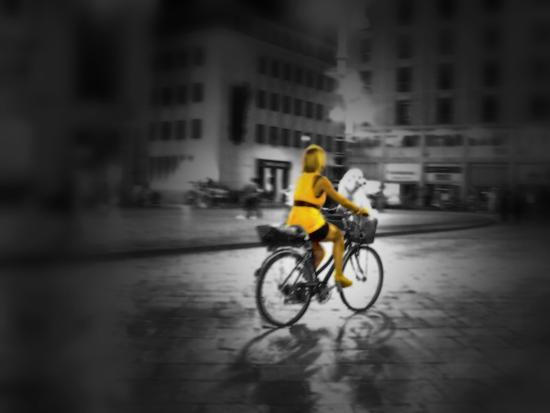 La signora in giallo - Lecce (1173 clic)