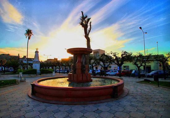 La fontana della piazza - Scorrano (822 clic)