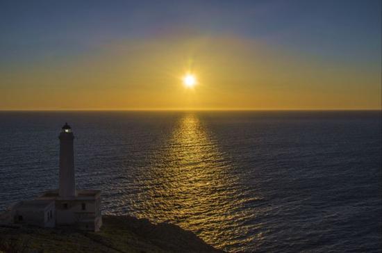 L'alba al faro della Palascia - Otranto (4859 clic)