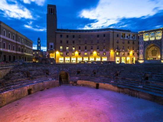 Le prime luci della sera - Lecce (1107 clic)