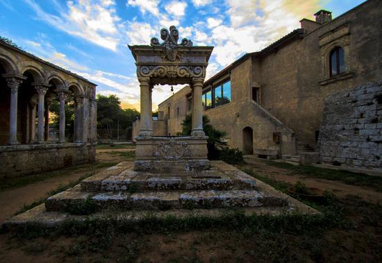 Il pozzo dell'Abbazia di Santa Maria a Cerrate - Casalabate (1768 clic)