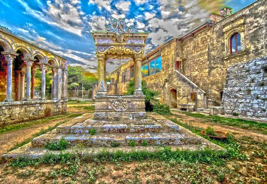 Il pozzo dell'Abbazia di Santa Maria a Cerrate 2 - Casalabate (1117 clic)