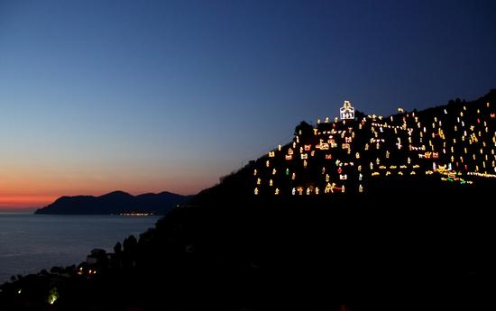 Presepe sulla collina - Riomaggiore (1120 clic)