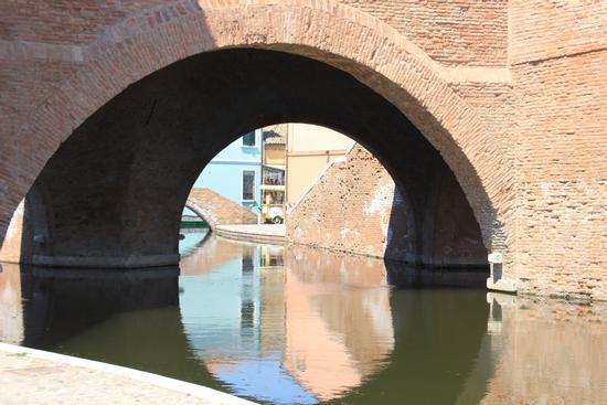 Comacchio-Una città sull'acqua (1166 clic)