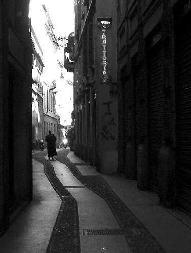 vicolo in zona brera - Milano (8012 clic)