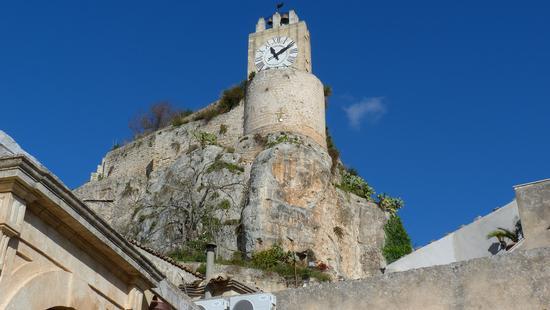 l'orologio del castello - MODICA - inserita il 12-Feb-13