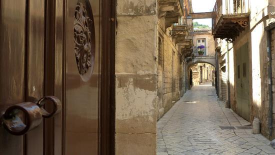 Via Clemente Grimaldi  - Modica (1664 clic)