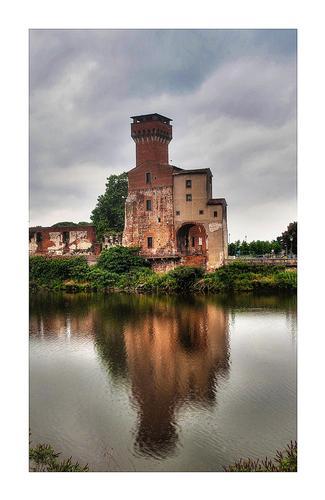 riflessi sull'Arno  - Pisa (2101 clic)