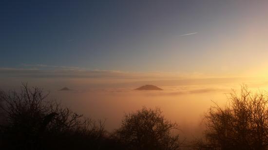 pollino-le cime dei monti spuntano dalle nubi - Cerchiara di calabria (2403 clic)