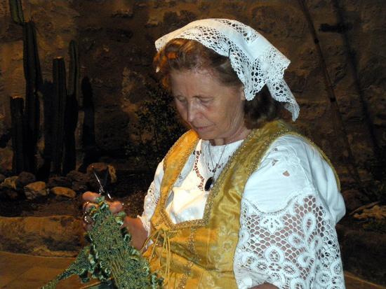 vecchi mestieri vestiti a merletto - Teano (1170 clic)