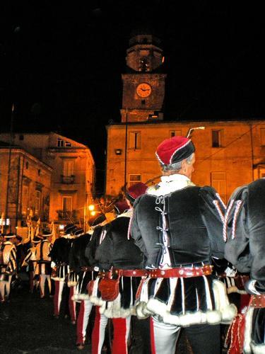 all'ombra del campanile - Teano (1393 clic)