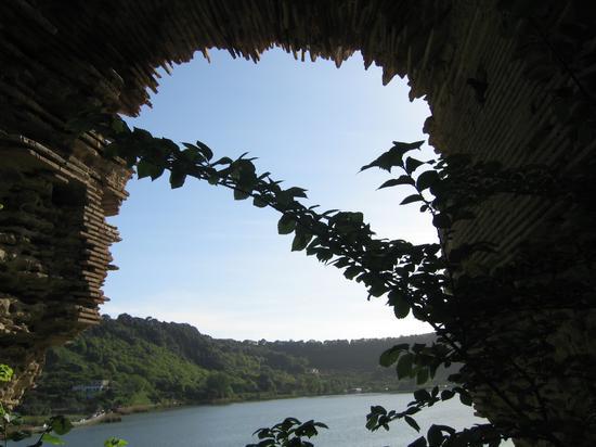 la porta dell'inferno? Pomeriggio al lago d'Averno - POZZUOLI - inserita il 28-Feb-13