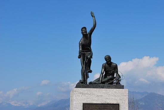monumento ai ciclisti  al Ghisallo - Magreglio (970 clic)