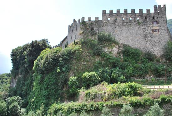 CASTELLO DI TENNO (1243 clic)