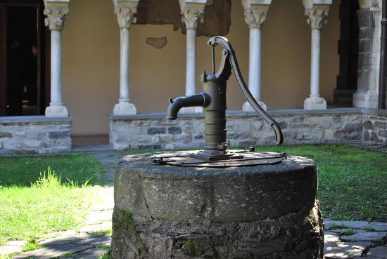 la pompa del chiostro - Colico (1124 clic)