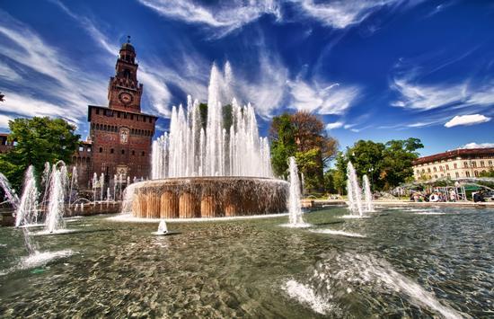 Piazza Castello - Milano (3188 clic)
